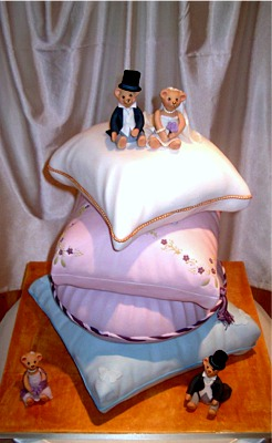 Bears and Cushion Wedding Cake