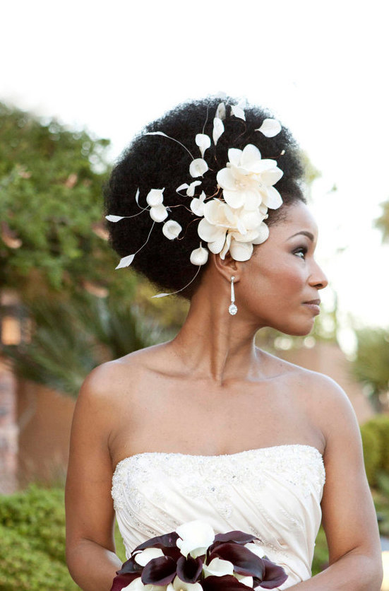 champagne cream flowers bridal headband How to wear an Afro on your wedding day
